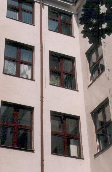 Okno mojego pokoju.jpg (200225 bytes)